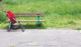 Stoller vermelho no parque Fotografia de Stock Royalty Free