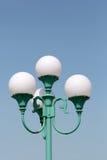 Stolpe för gatalampa Arkivbild