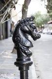 Stolpe för häst New Orleans för fransk fjärdedel Hitching arkivfoto