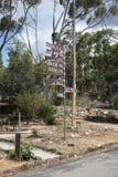 Stolpe för John Forrest National Park ingångstecken Royaltyfri Fotografi