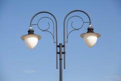 Stolpe för lampa för gataljus Arkivfoto
