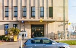Stolpe för Lastolpebyggnad - kontor Royaltyfri Foto