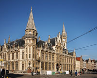 Stolpe - kontor i Ghent _ Arkivbild