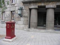Stolpe - kontor med brevlådan utanför Arkivbilder