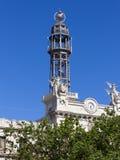 Stolpe - kontorstorn i Valencia Arkivfoton