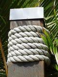 Stolpe som dekoreras med repet Royaltyfri Fotografi