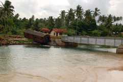Stolpe-tsunami liggande i Sri Lanka Arkivbild