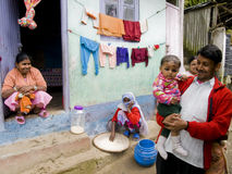 Stolt familj i Darjeeling, Indien Royaltyfria Bilder