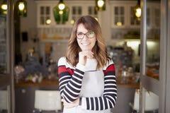 Stolt kaféägare Fotografering för Bildbyråer