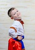 Stolt ung pojke i en färgrik dräkt Royaltyfri Foto