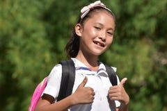 Stolt ungdomlig asiatisk person med anteckningsböcker royaltyfri fotografi