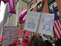 Stolta Wiccan, mars för kvinna` s, Central Park, NYC, NY, USA Arkivbilder