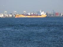 Stolttanker in Rotterdam Europoort Botlek II wordt gedokt die Royalty-vrije Stock Fotografie