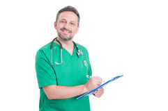Stolzer und confindet Doktor oder Mediziner, der Klemmbrett verwendet Lizenzfreies Stockbild