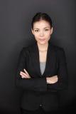 Stolzes überzeugtes erfolgreiches Geschäftsfrauporträt Stockbilder