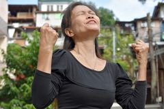 Stolzes Filipina Grandmother lizenzfreie stockfotos