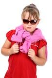 Stolzes kleines Mädchen mit den Sonnenbrillen getrennt auf Weiß Lizenzfreie Stockfotografie