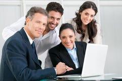 Stolzes satsfied Geschäftsteam Stockfoto
