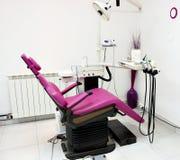 Stomatologiczna klinika z krzesłem zdjęcie stock
