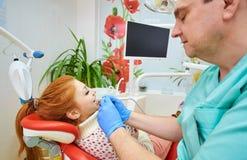 Stomatologiczny biuro, stomatologiczny traktowanie, zdrowia zapobieganie obrazy stock