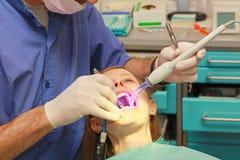 Stomatologiczny leczy światło zdjęcia royalty free
