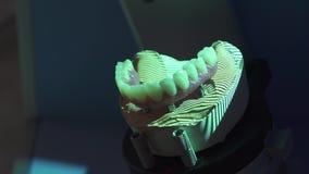 Stomatologiczny protetyczny przywrócenie Denturist robi 3D modelowi dla sculpted plastikowego denture z zaawansowany technicznie  zbiory