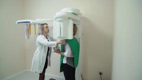 Stomatologiczny radiologiczny przeszukiwacz i pacjent zdjęcie wideo