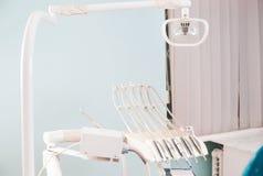 Stomatologisches Instrument in der Zahnarztklinik Operation, Zahnersatz Stockfotografie