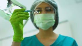 Stomatologist, das geduldige Mundhöhle, zahnmedizinischen Notfall, Professionalismus überprüft stock video