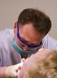 Stomatologist op het werk Stock Afbeeldingen