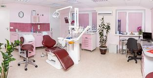 Stomatology wnętrze nowożytna stomatologiczna klinika z profesjonalistą obraz royalty free