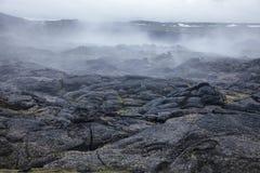 Stomend van het gebiedsmyvatn van Krafla van het lavagebied het vulkanische gebied Noordoostelijk IJsland Scandinavië stock fotografie