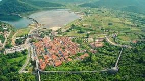 Ston op Peljesac-schiereiland, lucht stock videobeelden
