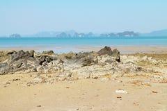 Stone, άμμος και θάλασσα Στοκ Φωτογραφία