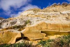 Stone στον απότομο βράχο Στοκ εικόνα με δικαίωμα ελεύθερης χρήσης