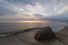 Stone στο ηλιοβασίλεμα και το άσχημο καιρό στοκ εικόνες
