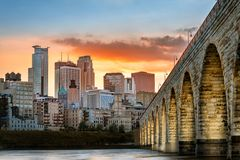 Free Stone Arch Bridge Lights In Minneapolis At Sunset Stock Photography - 163923402