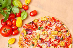 Stone baked pizza with chicken and vegetables Royalty Free Stock Photos