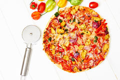 Stone baked pizza with chicken and vegetables Royalty Free Stock Images