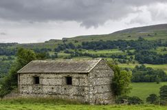 Stone barn in countryside Royalty Free Stock Photos