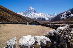 Stone barn with snow mountains in himalayas Royalty Free Stock Photos