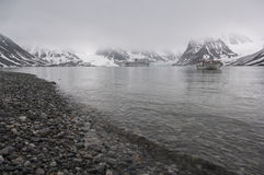 A stone beach in Magdalena bay, Spitzbergen. On a misty, overcast day Royalty Free Stock Photography