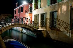 Night view Ponte Giustinian, on the Rio de San Vidal. Campiello Giustinian - Campo San Vidal. Venice, Italy. stock images