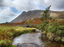 Stone bridge over river by Wastwater Royalty Free Stock Photos