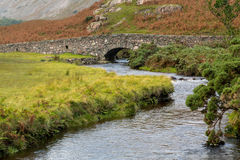 Stone bridge over river by Wastwater Stock Photo