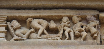 Stone carved erotic bas relief in Hindu temple in Khajuraho, Ind Royalty Free Stock Photos