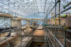 Free Stone Masons And Roofers At Work On Major Roof Renovation Of Historic Building At Dyrham Park, Gloucestershire, UK Stock Photography - 140420882