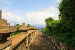 Stone path to the ocean Royalty Free Stock Photos