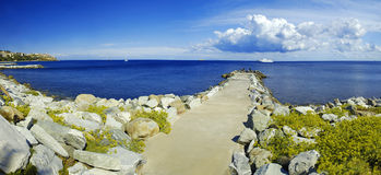 Stone pier and yacht Royalty Free Stock Photography