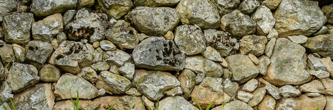 Stone wall texture with moss, close up Royalty Free Stock Photos